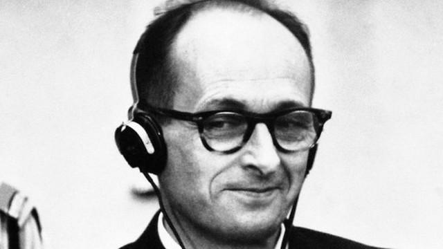 Adolf Eichmann tijdens zijn proces in Jeruzalem, 1961 (c) www.timesofisrael.com